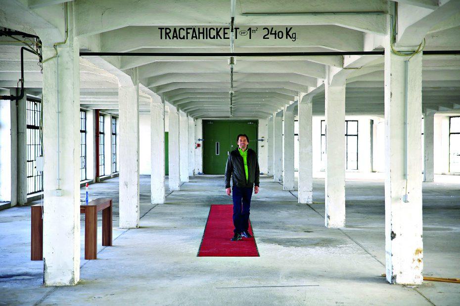 """Eindrucksvoll sind die loftartigen Räume in den  beiden oberen Stockwerken des ehemaligen  Maschinenmagazins der alten  """"Traktorenfabrik"""". Bild: Robert Sturm, cordbase.com"""
