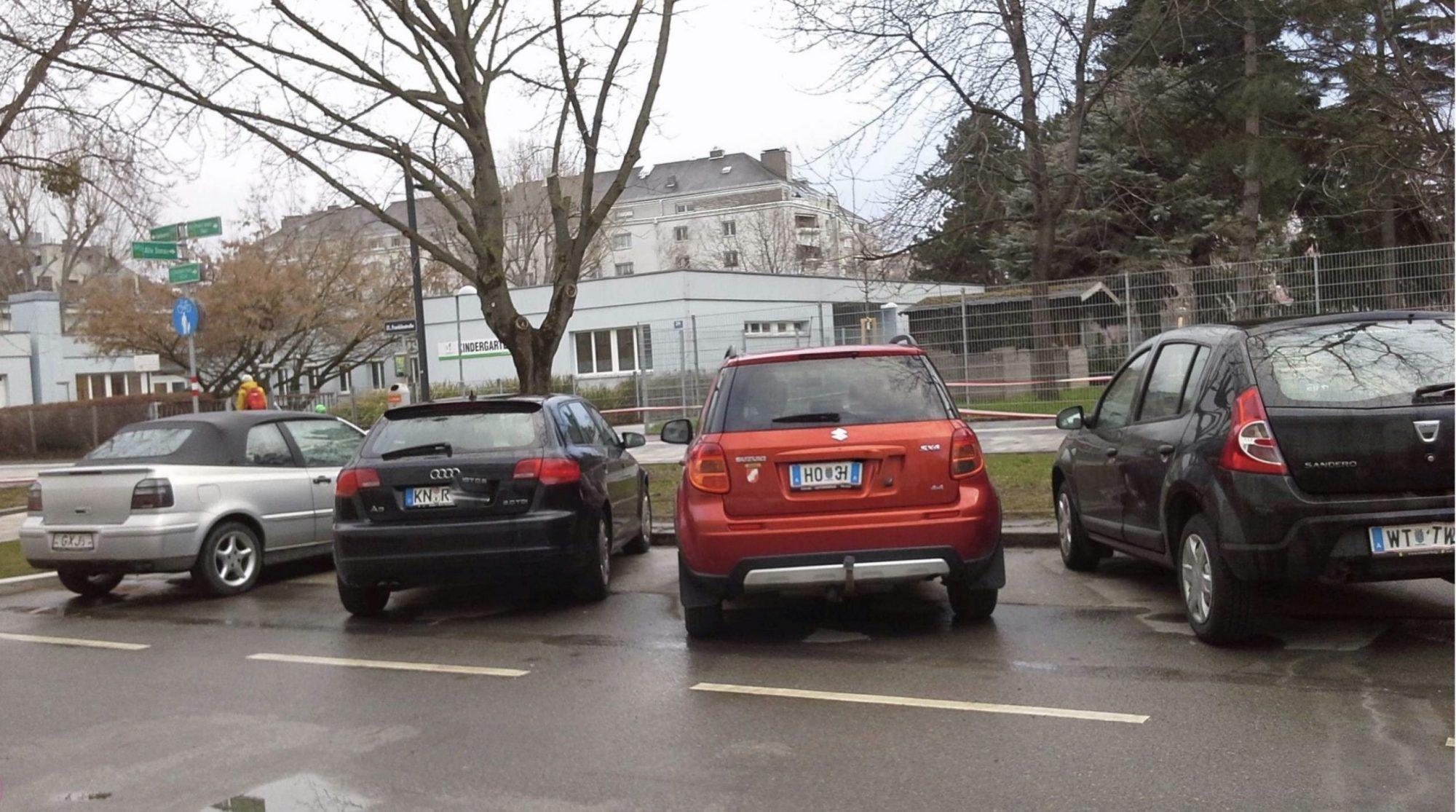 Franklinstraße: Von zehn geparkten Autos haben acht kein Wiener Kennzeichen (22.03.2021). Bild: Grüne Floridsdorf.