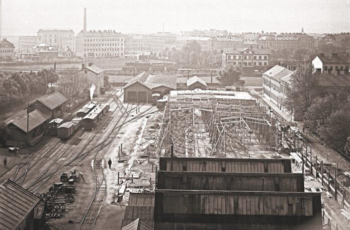 Bau der neuen Halle in Floridsdorf um 1910, im Hintergrund der Bhf Jedlsee der Nordwestbahn. Bild: Wiener Linien.