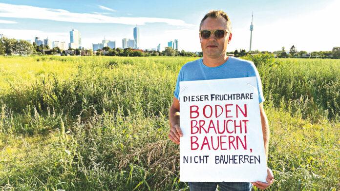 Protest gegen die Verbauung des Donaufelds. Nachdem der erste Teil bereits gewidmet ist und 2021 bereits der Baubeginn bevor steht, regt sich nun neuer Widerstand. Ziel: Nicht die ganzen 60 Hektar für neuen Wohnbau zur Verfügung stellen. Bild: DFZ.