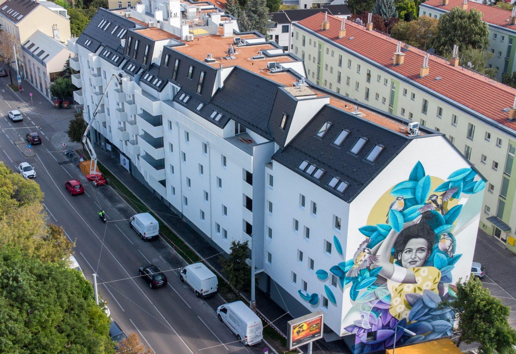 Urban Art in Floridsdorf: In der Leopoldauer Straße hat DIE WOHNKOMPANIE das Künstlerduo twooo mit der Gestaltung eines Murals für die Feuermauer des Gebäudes beauftragt. Bild: Wohnkompanie.