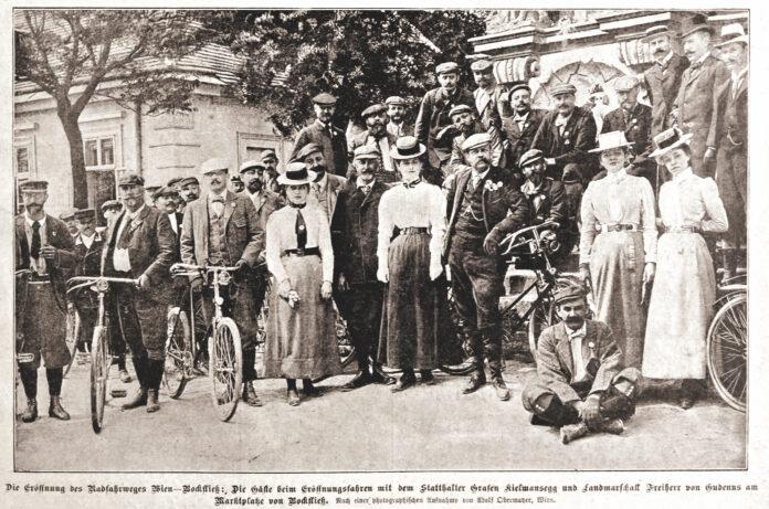 Alte Zeitungsberichte und Werbung belegen den Radboom um 1900. Fotos: Archiv, Tantner, DFZ.