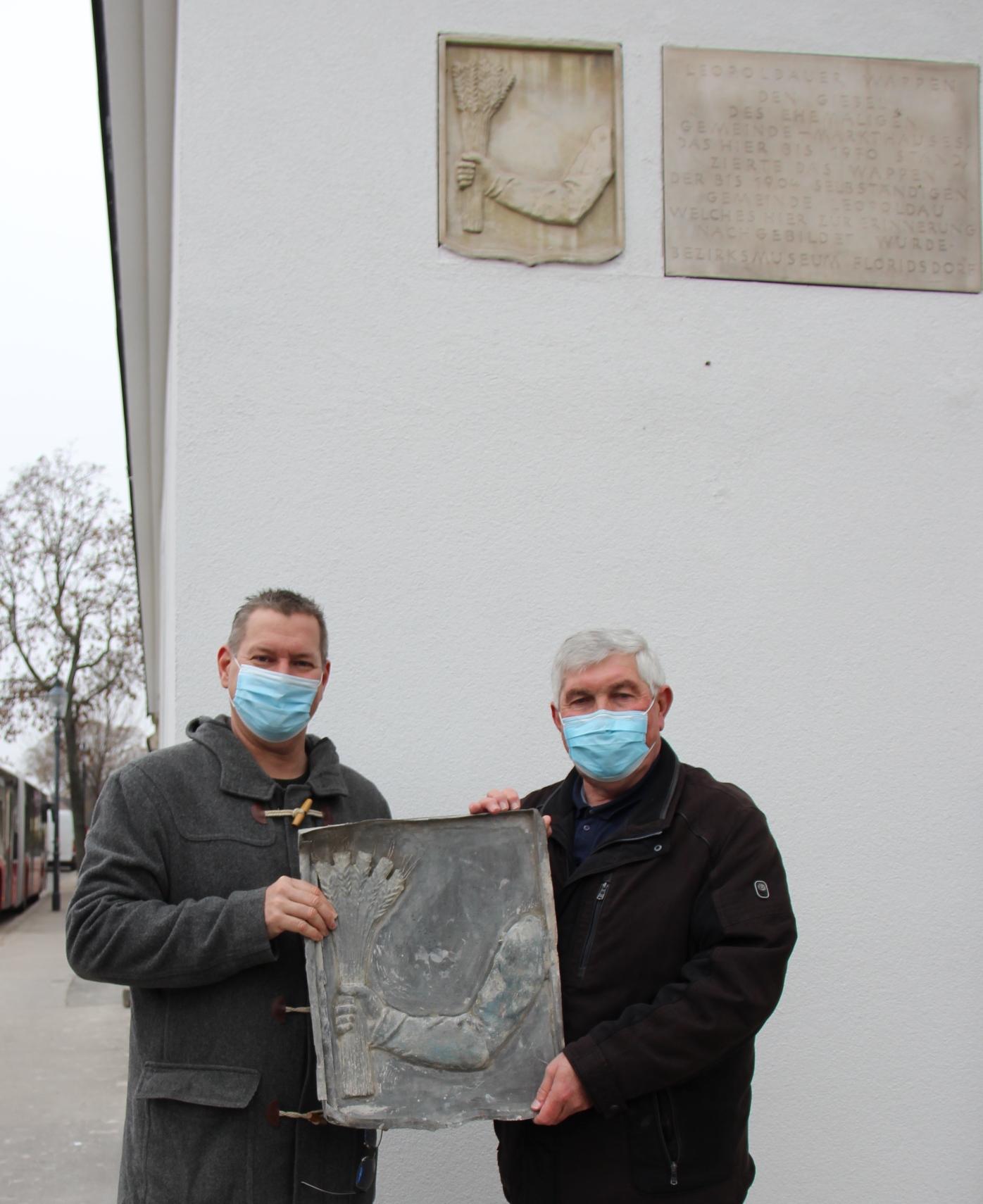Bezirksvorsteher Georg Papai (links) mit Museumsdirektor Ferdinand Lesmeister. Bild. BV21.