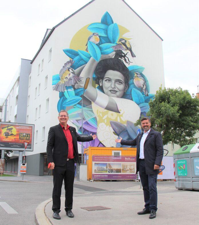 BV Georg Papai mit DI Roland Pichler/Geschäftsführer DWK Die Wohnkompanie). Bild: BV21.