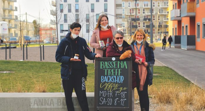 Neo-Floridsdorfer Raphael,Sabrina, Bettina Horvath und Jutta Enzfelder. Bild: Robert Sturm - cordbase.com