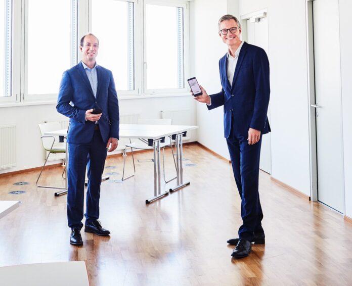 Österreichs erster 5G Büro-Tower steht in Wien.vlnr: Peak Vienna Asset Manager Herwig Schweighofer und Drei CEO Jan Trionow. Bild: Rautenstrauch@Drei.