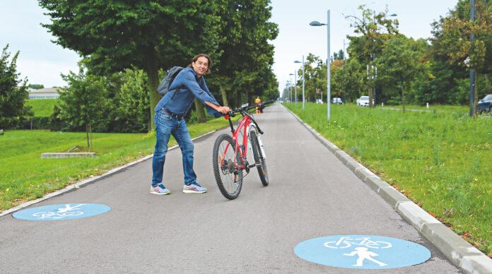 Einer der raren für Radfahrer gut ausgebauten Punkte der Prager Straße.. Bild: Robert Sturm - cordbase.com