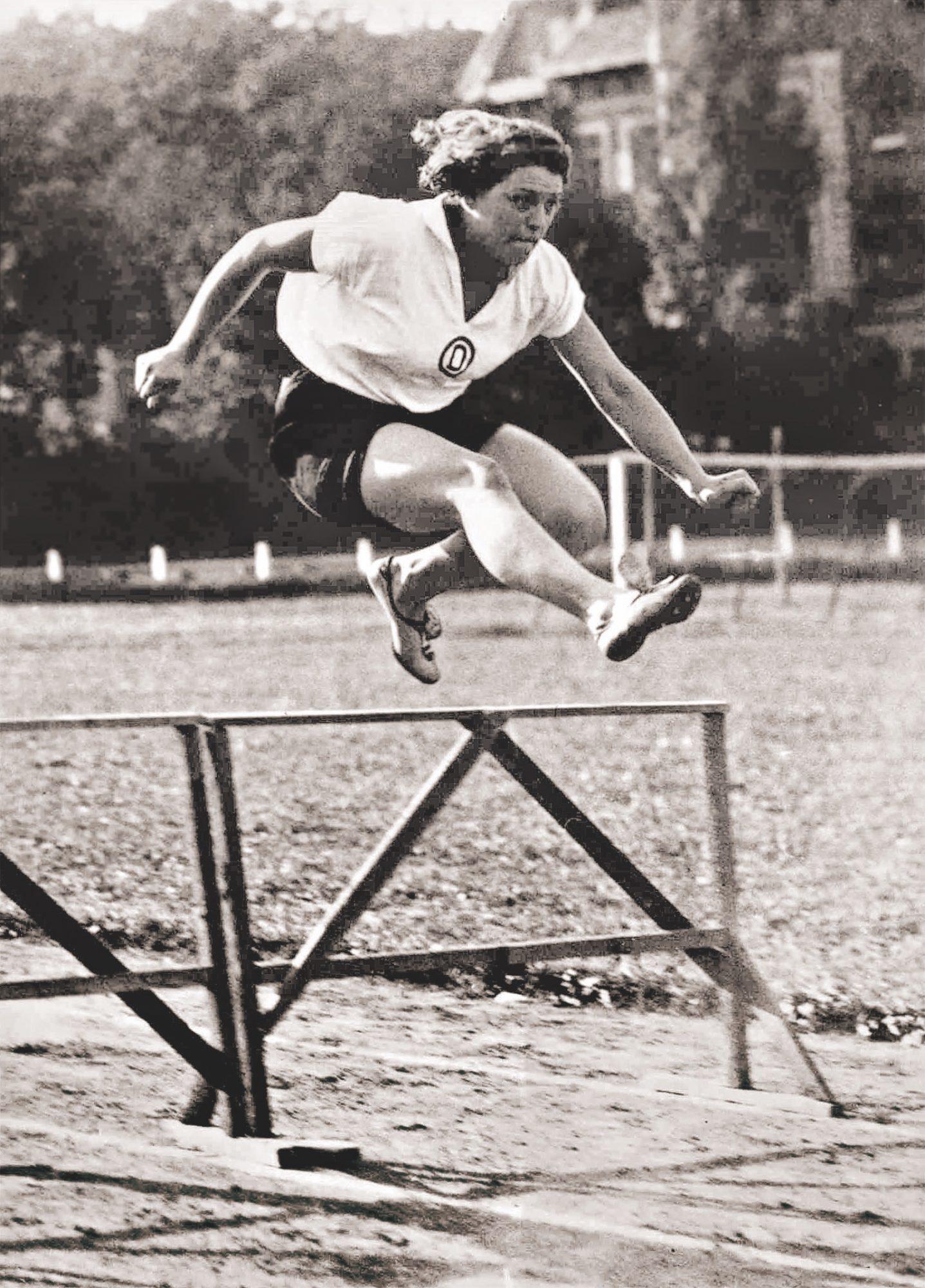 Elisabeth 'Lisl' Perkaus vom Floridsdorfer AC war die beste  Allround-Leichtathletin der  Zwischenkriegszeit. Foto: Edition Winkler-Hermaden/ÖNB.