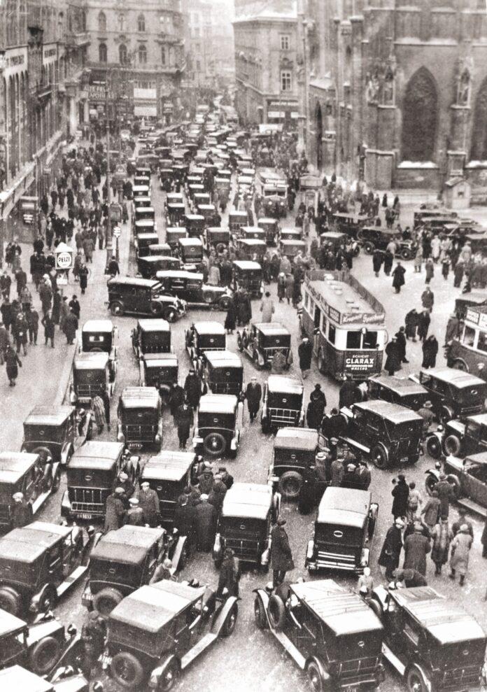 Der Taxistreik war ausgerufen worden, um die Forderungen nach Aufhebung der Benzinsteuer und Stundung der Steuerschulden zu unterstützen. Foto: Edition Winkler-Hermaden/ÖNB.