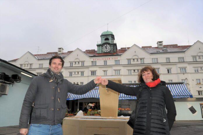 Bernhard Herzog (SPÖ) und Judith Lederer (NEOS) machen sich für den Schlingermarkt stark. Bild: Privat.