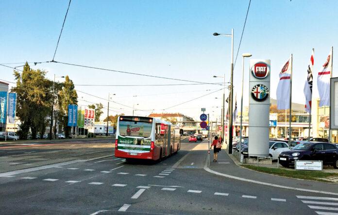 Kreuzung Brünner Straße und Katsushikastraße. Der Bus fährt Richtung Krankenhaus Nord. Bild: DFZ.