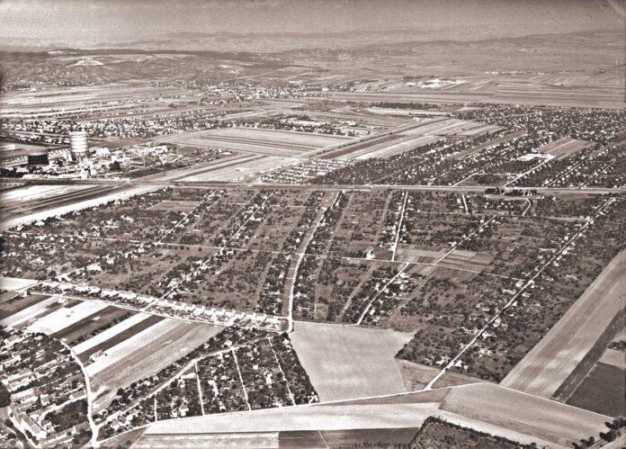 Foto. 21. Bezirk: Großfeldsiedlung von Südosten gesehen; links im Hintergrund Gaswerk Leopoldau Totale; Außenaufnahme: Luftbild; Tagaufnahme. 1965. Fotos: