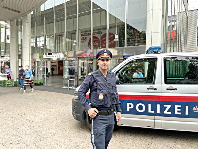 Floridsdorf Polizeichef der uniformierten Truppe, Michael Holzgruber. Bild: DFZ.