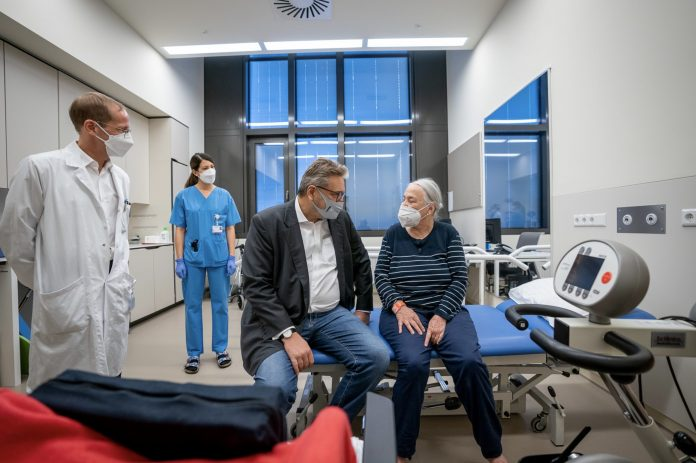 Hacker und Kölldorfer-Leitgeb eröffnen Neurologie in der Klinik Floridsdorf Bild: David Bohmann / PID.