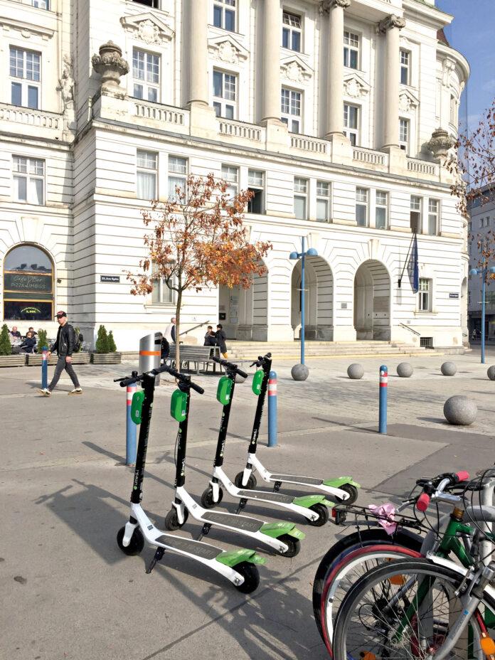 E-Scooter vor demAmtshaus.. Bild: DFZ.